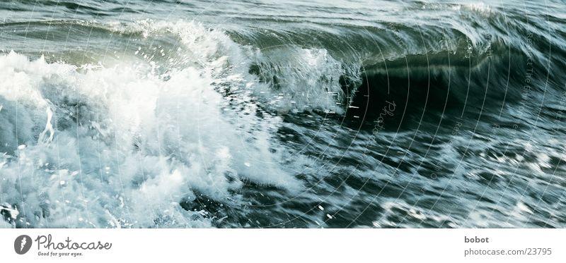 Graue Anfurten Meer Wellen Wassertropfen Energiewirtschaft Spitze blasen Wasser spritzen Schaum Flut Gischt Meerwasser