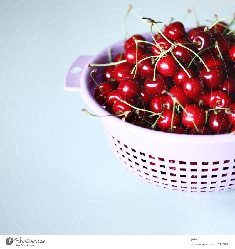 greift zu! Lebensmittel Frucht Kirsche Ernährung Bioprodukte Vegetarische Ernährung Fingerfood Sieb Gesundheit lecker rot Farbfoto Innenaufnahme Menschenleer