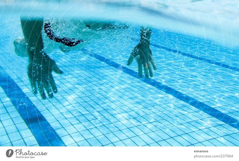 durchziehen Mensch Mann blau Wasser Hand Sommer Freude Erwachsene kalt Leben Sport Schwimmen & Baden Wellen Freizeit & Hobby maskulin Lifestyle