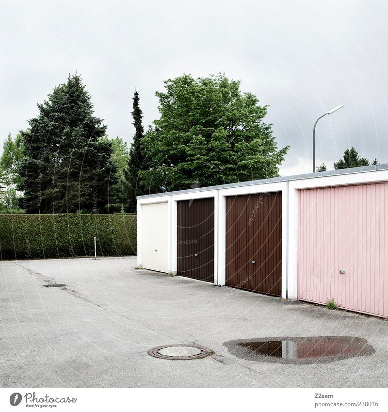 Garagengemeinschaft grün Baum dunkel Architektur Gebäude Stil rosa Ordnung Beton authentisch Häusliches Leben trist Güterverkehr & Logistik einfach Bauwerk