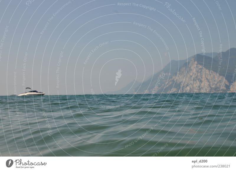 See mit Boot Himmel blau Wasser Ferien & Urlaub & Reisen Sommer Umwelt Berge u. Gebirge Wasserfahrzeug Schwimmen & Baden Freizeit & Hobby Alpen Schönes Wetter
