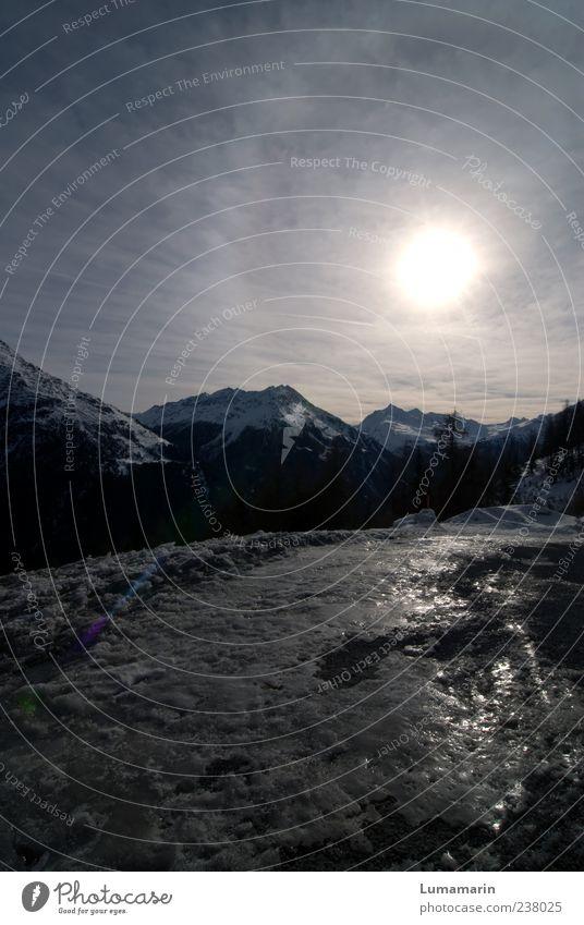 it's gonna take time Himmel blau Ferien & Urlaub & Reisen Sonne Winter Wolken Ferne Umwelt Landschaft dunkel kalt Berge u. Gebirge grau Stimmung glänzend groß
