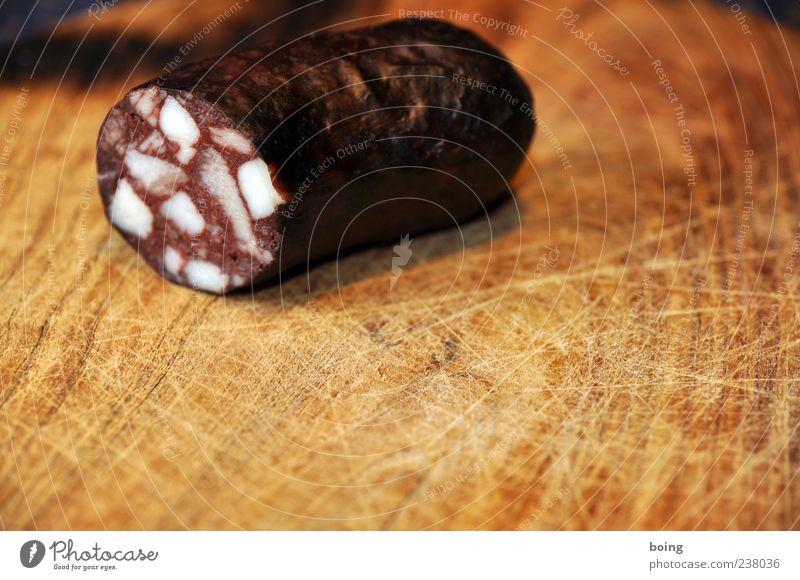 FDPC Wurstwaren Ernährung Nahaufnahme Textfreiraum unten Textfreiraum Mitte Blutwurst Fett rot Menschenleer 1 Teile u. Stücke Holzbrett