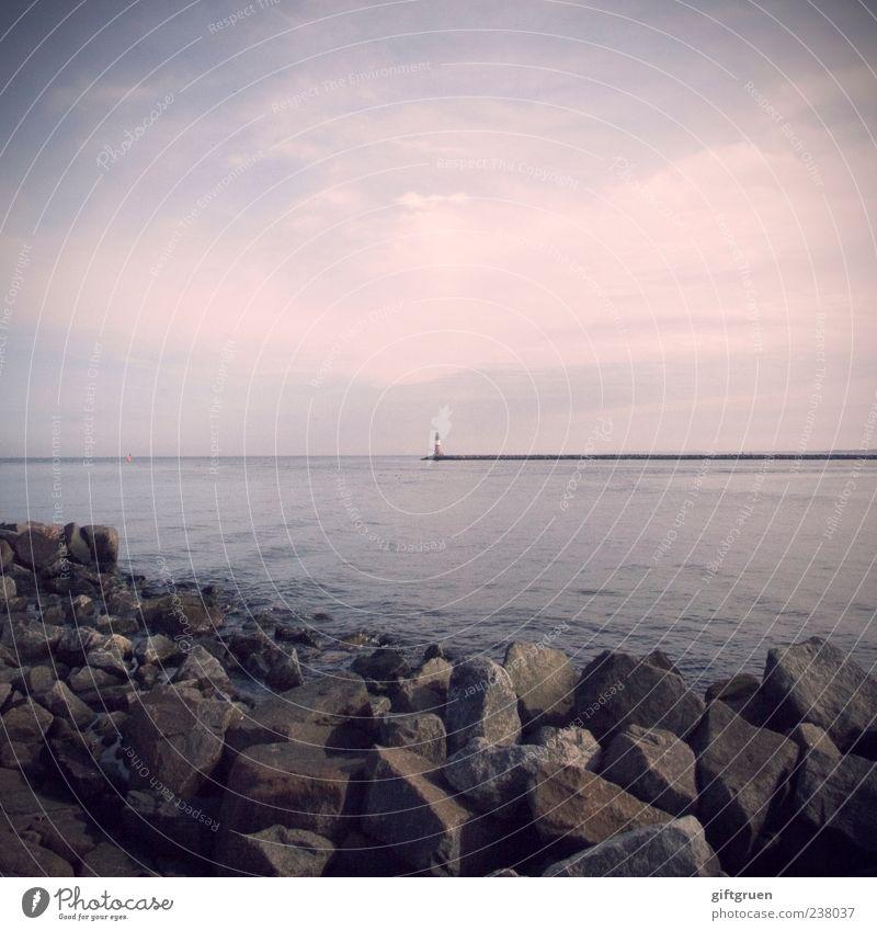 dream within a dream Umwelt Natur Landschaft Urelemente Wasser Himmel Wolken Horizont Wellen Küste Bucht Ostsee Meer ruhig Leuchtturm Mole Hafen Stein