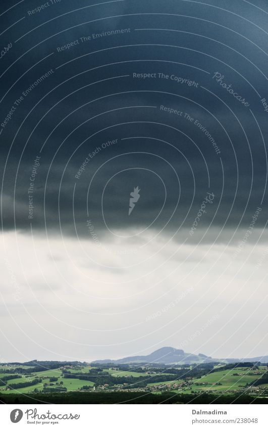 Ruhe vor dem Sturm Umwelt Natur Landschaft Luft Himmel Wolken Gewitterwolken Sommer schlechtes Wetter Wald Hügel Alpen Berge u. Gebirge Ferne frei blau grün