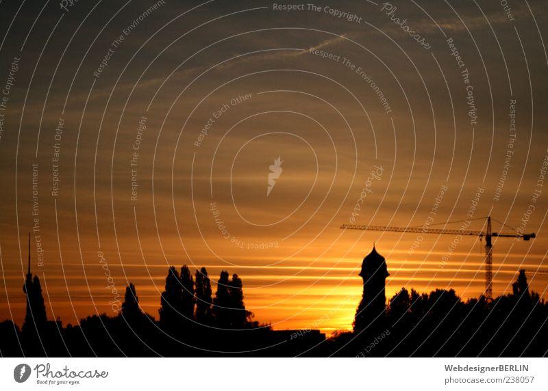 Skyline Berlin-Ostkreuz bei Sonnenuntergang Stadt Hauptstadt Kran Wasserturm Fernsehturm Farbfoto Textfreiraum oben Abend Dämmerung Sonnenlicht