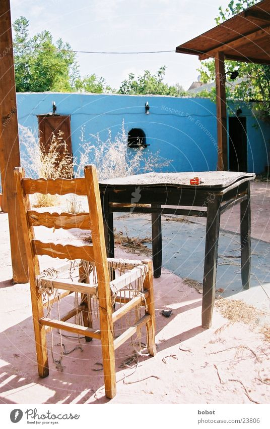 Bartenders rest II blau Ferien & Urlaub & Reisen Sand Tisch Stuhl Bar Freizeit & Hobby verfallen Verfall Gastronomie Staub mediterran rustikal morsch