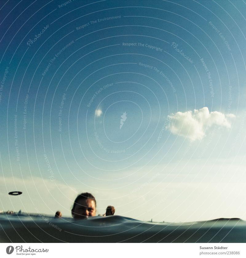 i want to believe Jugendliche Wasser Sommer Wolken Erwachsene Spielen See Schwimmen & Baden 18-30 Jahre Ausflug Schönes Wetter Wasseroberfläche Blauer Himmel Urlaubsfoto Unterwasseraufnahme Gruß