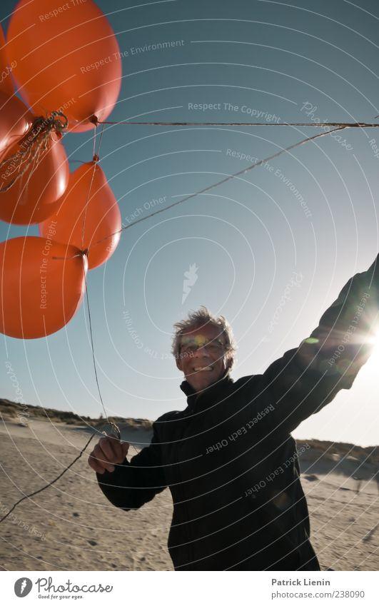 Spiekeroog | Spielkind Mensch Mann Natur Ferien & Urlaub & Reisen rot Meer Strand Erwachsene Ferne Umwelt Landschaft Spielen Küste Freiheit Sand lachen