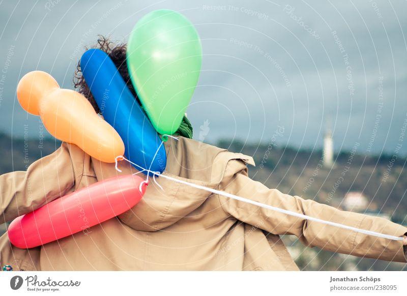 Luftballonmädchen III Mensch Himmel Jugendliche Ferien & Urlaub & Reisen Freude Erwachsene Berge u. Gebirge Freiheit Horizont Kindheit Zufriedenheit Rücken