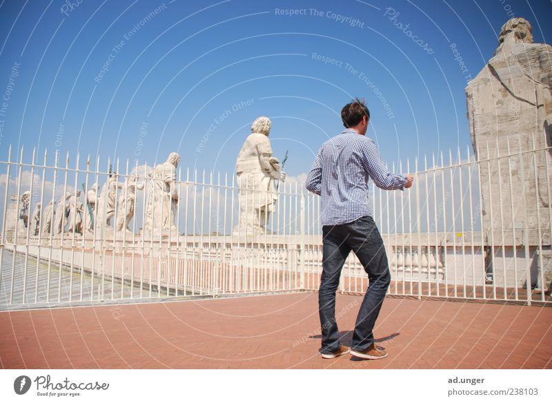 Apostel(m) Mensch ruhig Stein Erde maskulin Zeichen Hoffnung Glaube Frieden rein Zaun Wahrzeichen Denkmal Barriere Dom Sightseeing