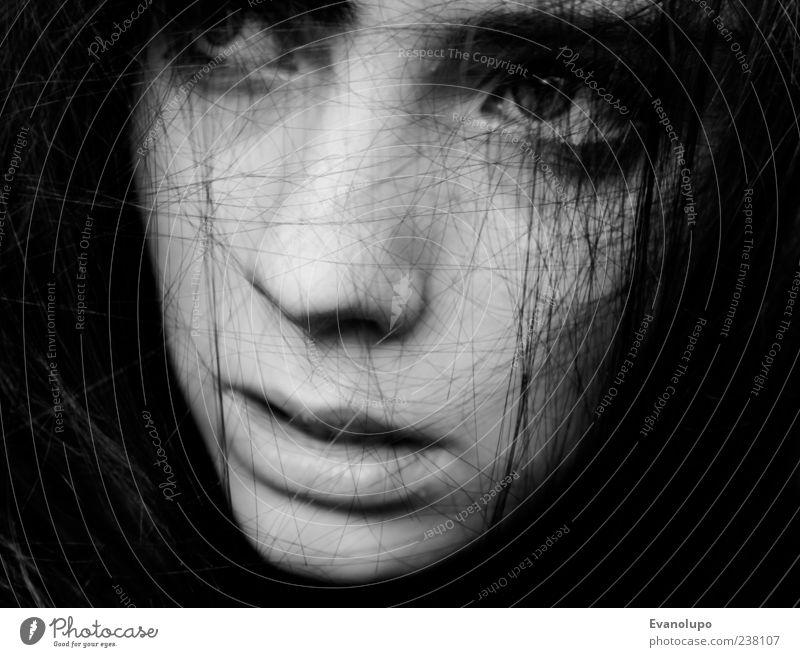 Das Leben daneben Mensch Jugendliche schön Einsamkeit Gesicht Auge feminin Haare & Frisuren Kopf Traurigkeit Mund Nase Junge Frau Trauer Ohr Zähne