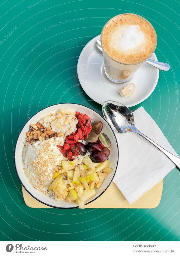 Breakfast Bowl und Latte Macchiato Frucht Ernährung Frühstück Getränk Heißgetränk Kaffee Lifestyle Gesunde Ernährung Gesundheit breakfast bowl Café Müsli