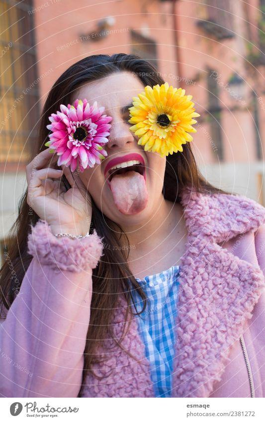 Jugendliche Junge Frau Stadt schön Blume Freude Gesicht Frühling lustig feminin Gesundheitswesen lachen Mode rosa Zufriedenheit Fröhlichkeit