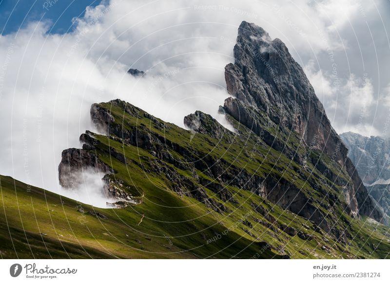 aufgeschoben Natur Ferien & Urlaub & Reisen Landschaft Wolken Ferne Berge u. Gebirge Wege & Pfade Wiese Felsen Ausflug wild wandern Nebel Wetter Abenteuer