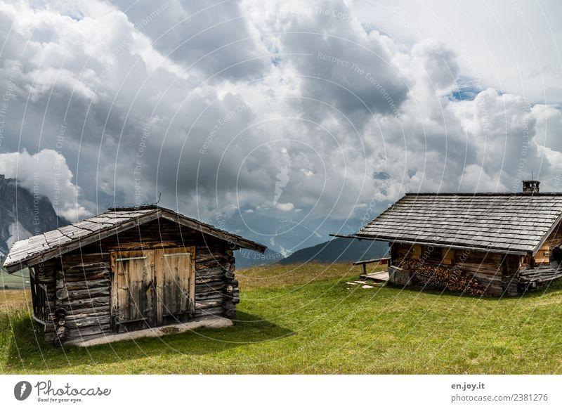 aussichtslos Himmel Natur Ferien & Urlaub & Reisen Sommer Landschaft Erholung Wolken Ferne Berge u. Gebirge Wiese Felsen Ausflug wandern Klima bedrohlich Hügel