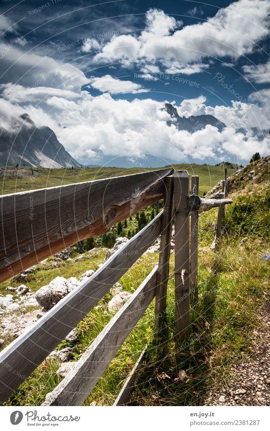 halt Himmel Natur Ferien & Urlaub & Reisen Sommer Landschaft Wolken Berge u. Gebirge Umwelt Wiese Holz Ausflug wandern Idylle Alpen Sommerurlaub Zaun