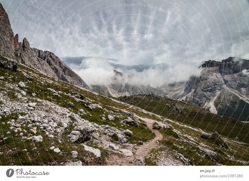 bedeckt Himmel Natur Ferien & Urlaub & Reisen Sommer Landschaft Erholung Einsamkeit Wolken Berge u. Gebirge Wege & Pfade Tourismus Felsen Ausflug wandern Idylle