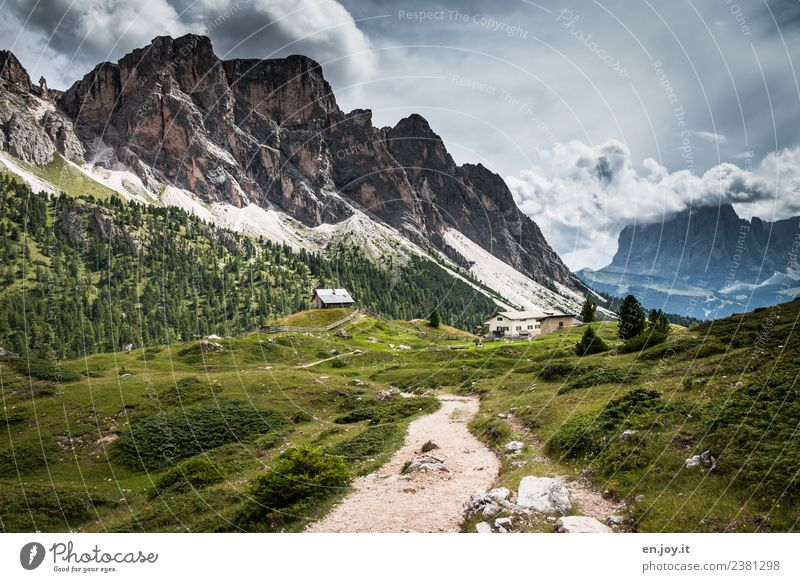 Wanderweg Ferien & Urlaub & Reisen Tourismus Ausflug Abenteuer Ferne Sommer Sommerurlaub Berge u. Gebirge wandern Natur Landschaft Gewitterwolken Wiese Felsen