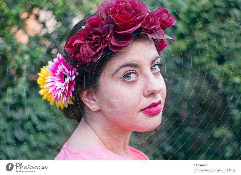 Porträt einer Frau mit Blumenkranz schön Kosmetik Parfum Gesundheit Gesundheitswesen Ferien & Urlaub & Reisen Sommer Sommerurlaub Sonne Mensch Erwachsene 1
