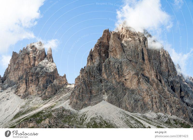 Von zwei Seiten geschützt Himmel Natur Ferien & Urlaub & Reisen Landschaft Einsamkeit Wolken Ferne Berge u. Gebirge Tourismus Freiheit Felsen Ausflug wandern