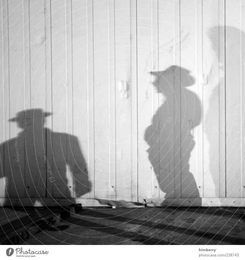 north & south Mensch maskulin Mann Erwachsene 2 Bauwerk Gebäude Coolness Farbfoto Schwarzweißfoto Außenaufnahme Nahaufnahme Detailaufnahme Textfreiraum oben