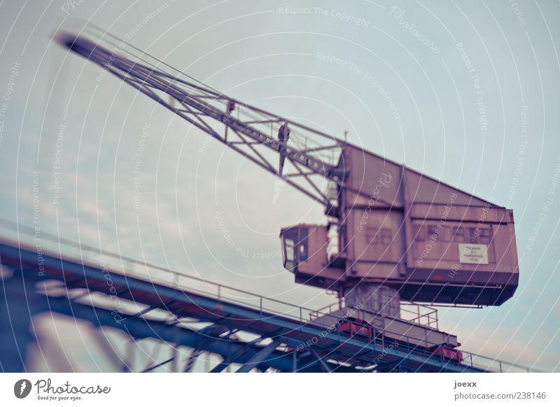 Altlast Himmel blau alt braun Arbeit & Erwerbstätigkeit groß Industrie Stahl Kran Bewegungsunschärfe Ausleger Hafenkran