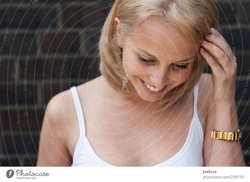 #238154 Frau Hand schön Freude Erwachsene Wand Haare & Frisuren Glück lachen Mauer Stil blond Zufriedenheit Gold natürlich Fröhlichkeit