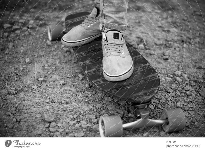longboarding Mensch Jugendliche Stein Fuß Stimmung Freizeit & Hobby modern Junge Frau stehen Boden Bekleidung einzigartig Hose sportlich Skateboard trendy