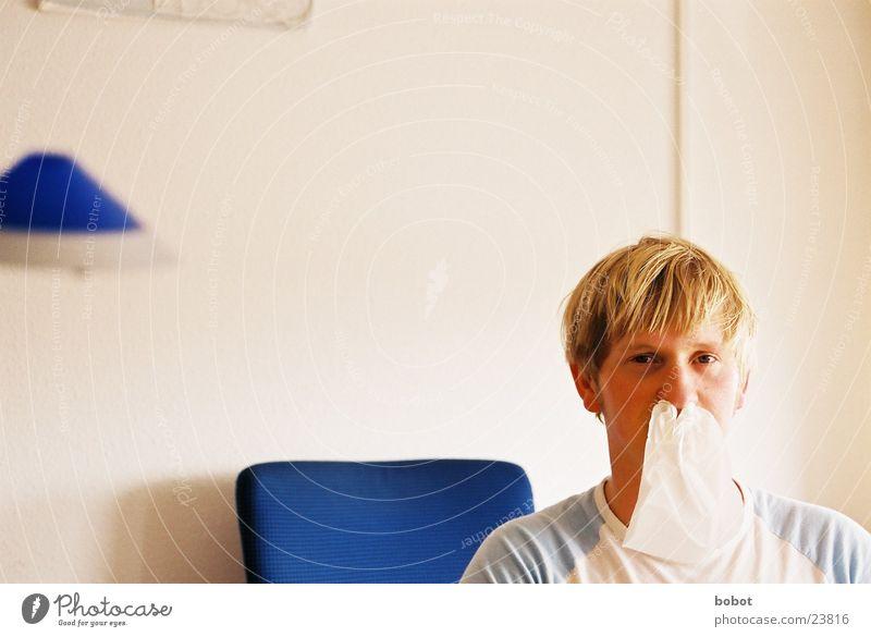 Das Anti Heuschnupfentuch lustig blond Nase obskur Allergie kratzen prickeln Taschentuch