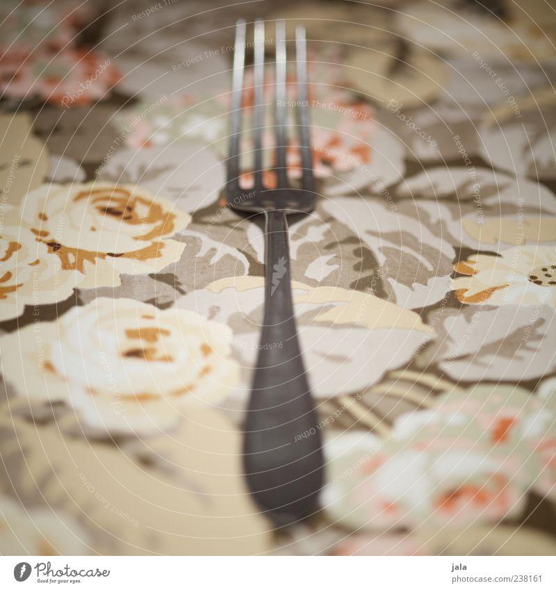 gabel Besteck Gabel ästhetisch silber liegen Nahaufnahme Farbfoto Innenaufnahme Menschenleer Textfreiraum links Textfreiraum rechts Tischwäsche 1 Blumenmuster