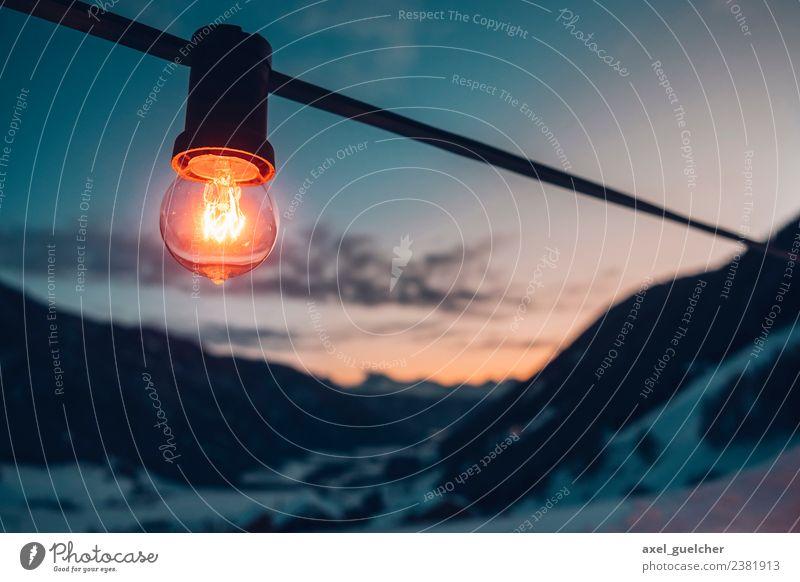 Light Night Natur Ferien & Urlaub & Reisen blau Landschaft Wolken ruhig Winter Ferne Berge u. Gebirge Umwelt Gefühle Schnee Tourismus Freiheit Lampe orange