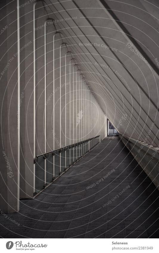 Linientreue Stadt Architektur Wand Gebäude Mauer Bauwerk eckig Tunnel liniert