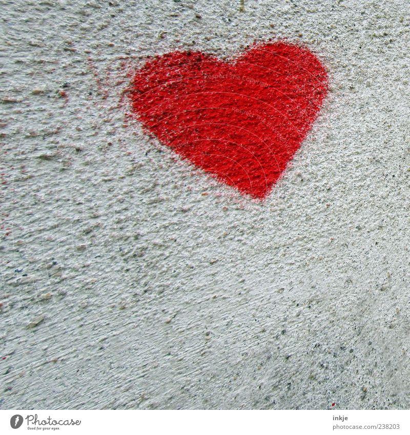 stürmische Liebe rot Farbe Wand Graffiti Gefühle Bewegung Mauer Stimmung Fassade Herz fliegen außergewöhnlich Beton Geschwindigkeit Romantik Kitsch