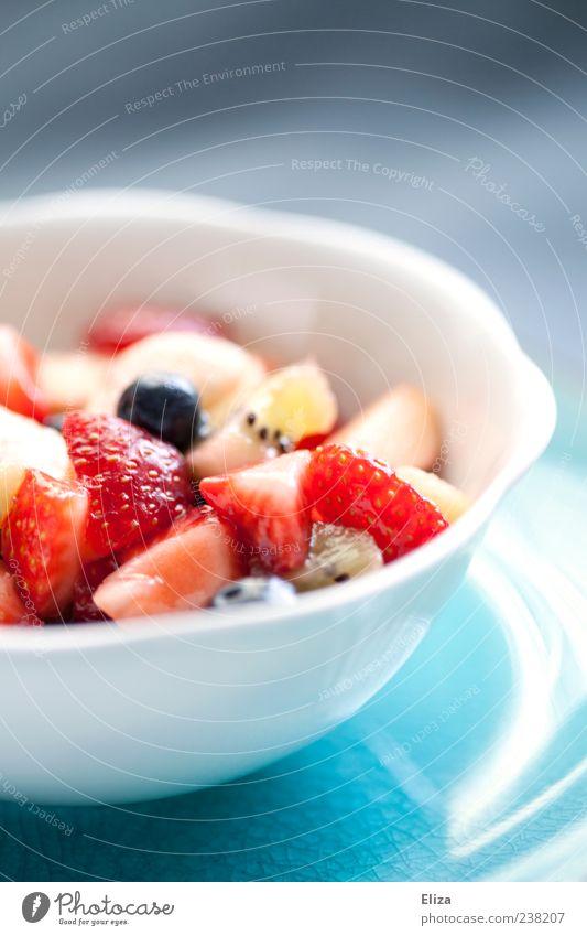 Fruchtigfrisch hell Gesundheit lecker Schalen & Schüsseln Erdbeeren Vegetarische Ernährung Snack Kiwi Obstsalat