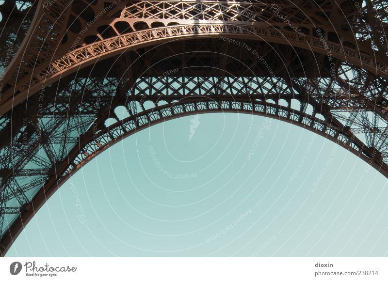 Gustave hat den Bogen raus! Ferien & Urlaub & Reisen Tourismus Ausflug Sightseeing Städtereise Paris Frankreich Europa Turm Bauwerk Architektur Fernsehturm