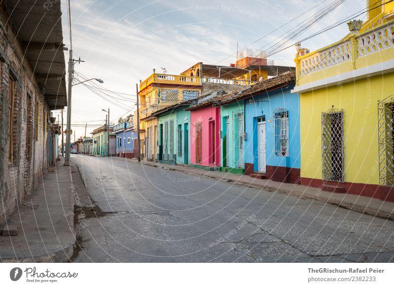 Farbenfrohes Kuba Kleinstadt Stadt blau mehrfarbig gelb gold grau grün schwarz türkis ruhig ästhetisch Fröhlichkeit Stimmung Morgendämmerung Straße Haus