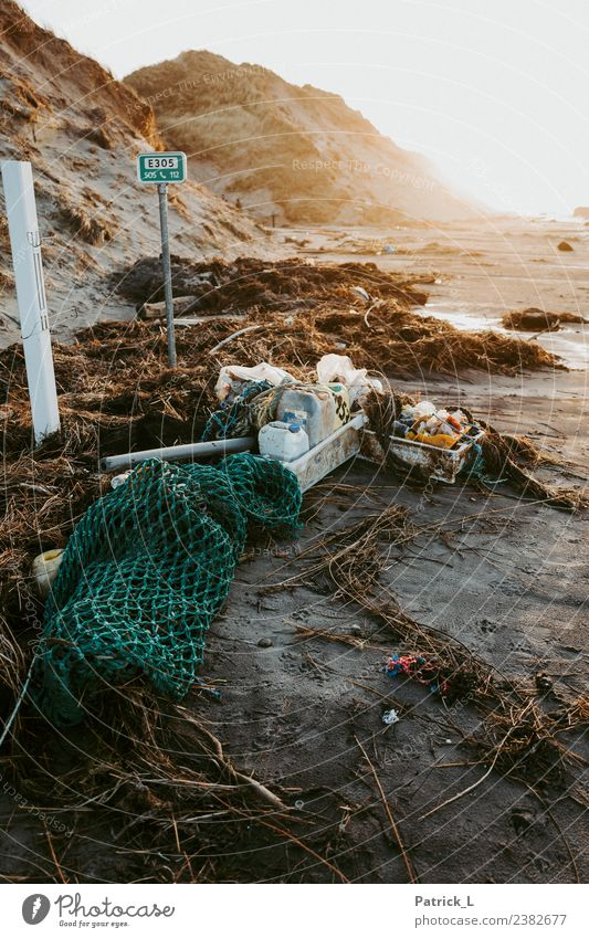 Umwelt Strand Traurigkeit Küste braun Angst dreckig bedrohlich Kunststoff Wut Netz gruselig Müll trashig Umweltschutz Kasten