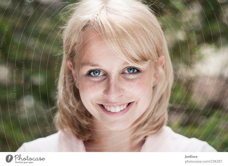 #238287 Freude schön Gesicht Junge Frau Jugendliche Erwachsene Leben Natur Garten blond langhaarig Lächeln leuchten frech Freundlichkeit Fröhlichkeit trendy