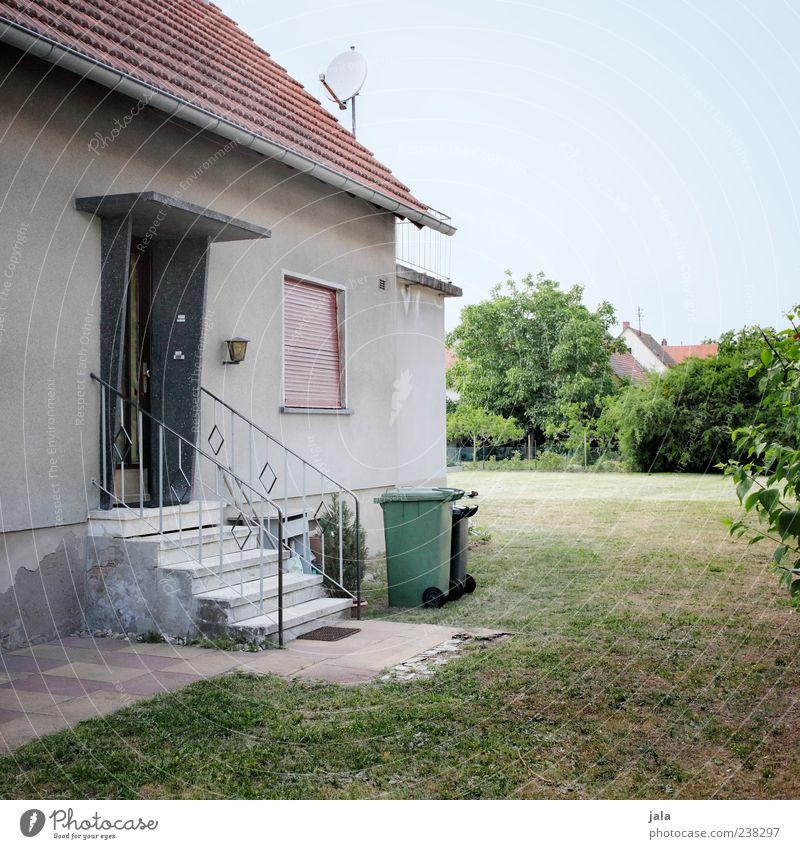traumhaus Himmel Pflanze Baum Gras Sträucher Grünpflanze Garten Wiese Haus Einfamilienhaus Bauwerk Gebäude Architektur Mauer Wand Treppe Fassade Fenster Tür