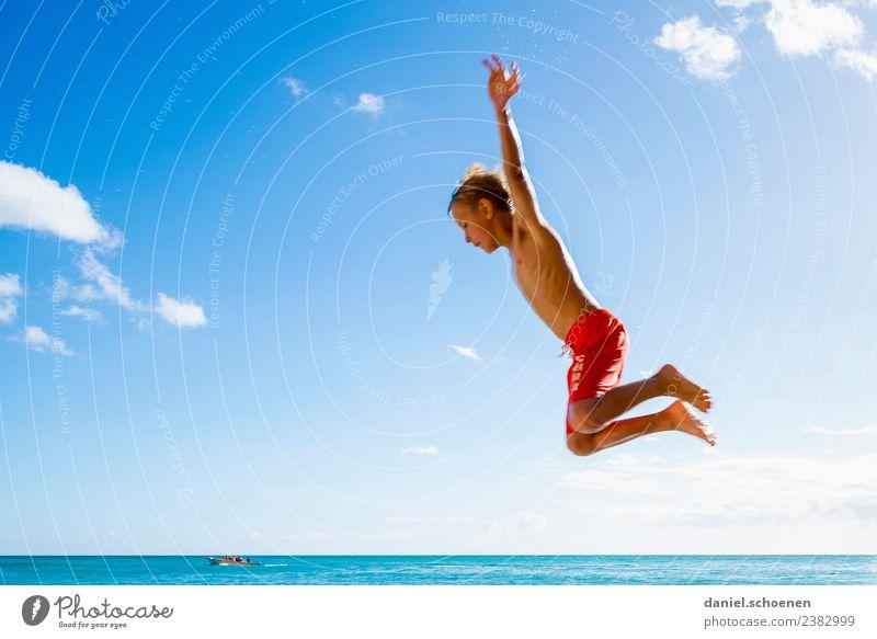 fliegen Kind Mensch Himmel Ferien & Urlaub & Reisen Sommer blau Sonne Meer Freude Strand Gefühle Bewegung Junge Glück Tourismus hell