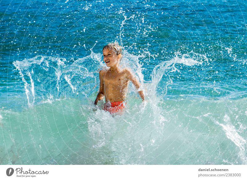 neulich im Meer Kind Mensch Ferien & Urlaub & Reisen Sommer blau Wasser Sonne Freude Strand Gefühle Küste lachen Junge Glück Spielen