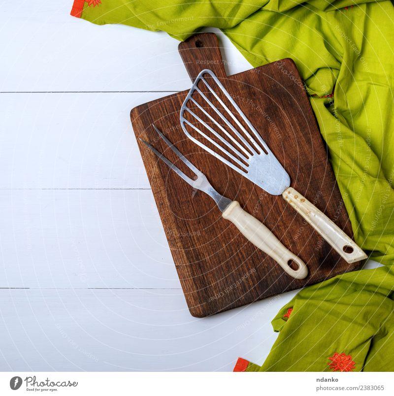 Küche Vintage-Gabel und Schulterblatt Holz alt dunkel natürlich braun grün schaufeln Utensil Holzplatte Schneiden Hintergrund rustikal Essen zubereiten