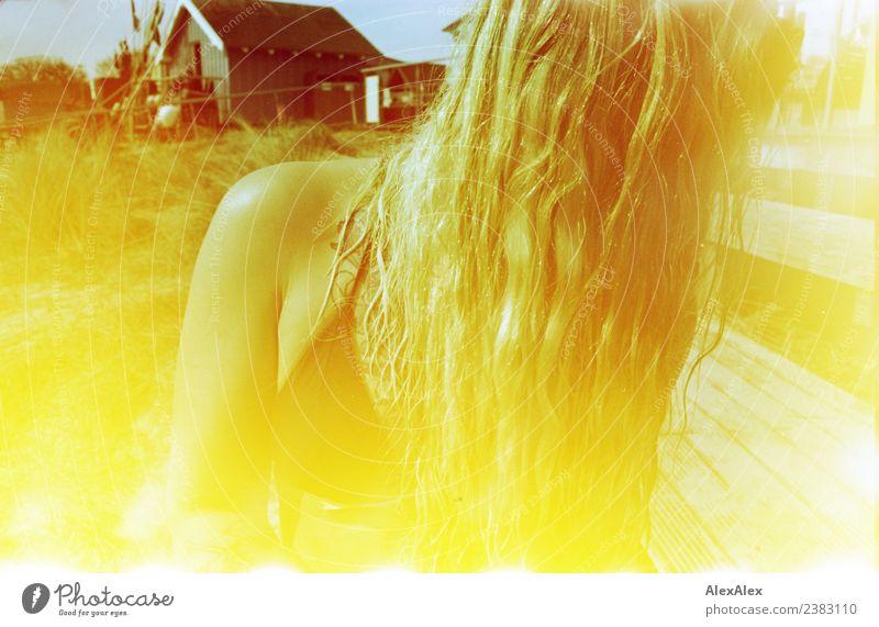 Portrait abgewandt mit Lightleaks und Fehlfarben Jugendliche Junge Frau Sommer schön Landschaft Freude Strand 18-30 Jahre Erwachsene Lifestyle Glück