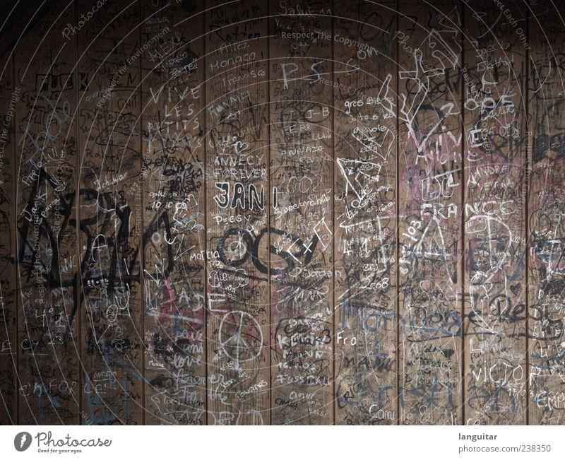 The Wall alt Wand Holz Stil dreckig kaputt Buchstaben Hütte chaotisch durcheinander Jugendkultur Holzwand Aufschrift Kritzelei