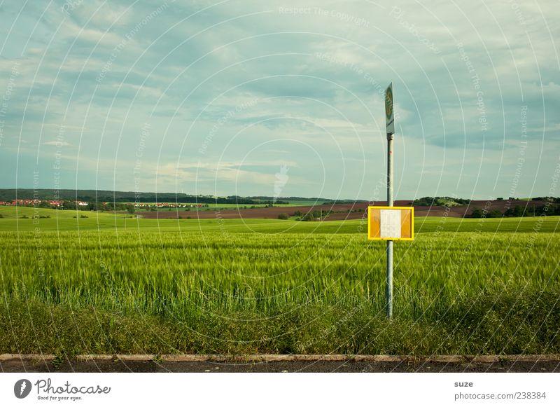 Zwischenstopp *200* Himmel Natur Einsamkeit Umwelt Landschaft Straße Wiese Wetter Feld Klima warten Schilder & Markierungen Verkehr authentisch Schönes Wetter Verkehrswege