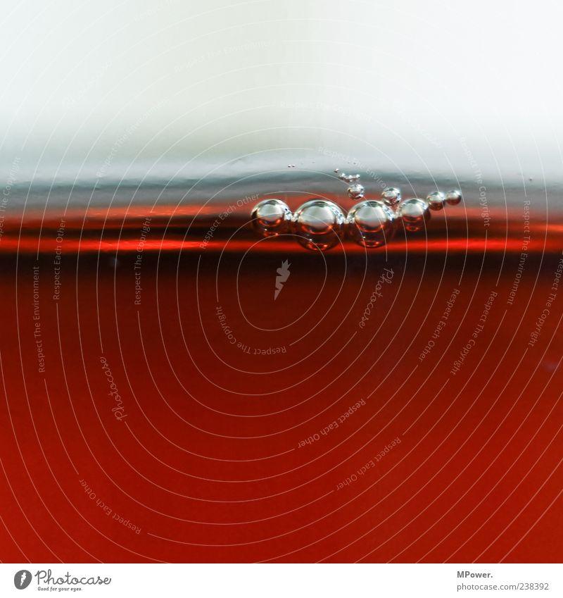Bubbles V Wasser rot klein braun Glas außergewöhnlich nass Getränk rund viele Flüssigkeit Blase Kontrast rotbraun nebeneinander