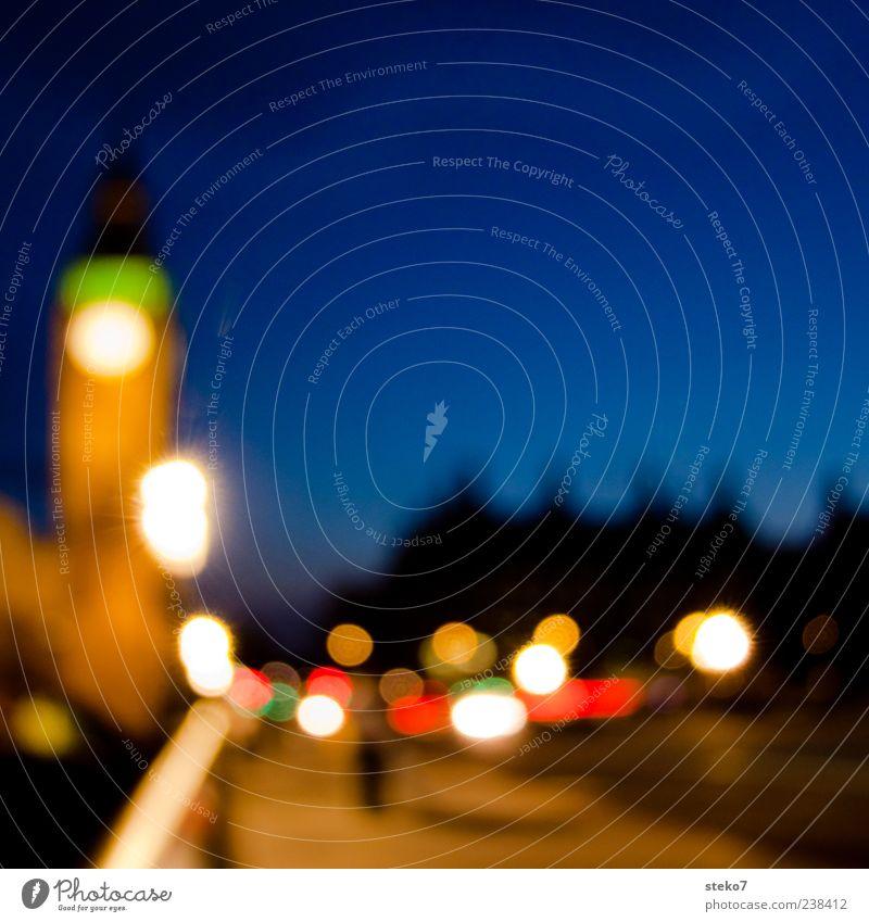 Blurred Ben Hauptstadt Stadtzentrum Brücke Sehenswürdigkeit Wahrzeichen blau gelb London Big Ben Licht Unschärfe Farbfoto Außenaufnahme Textfreiraum rechts