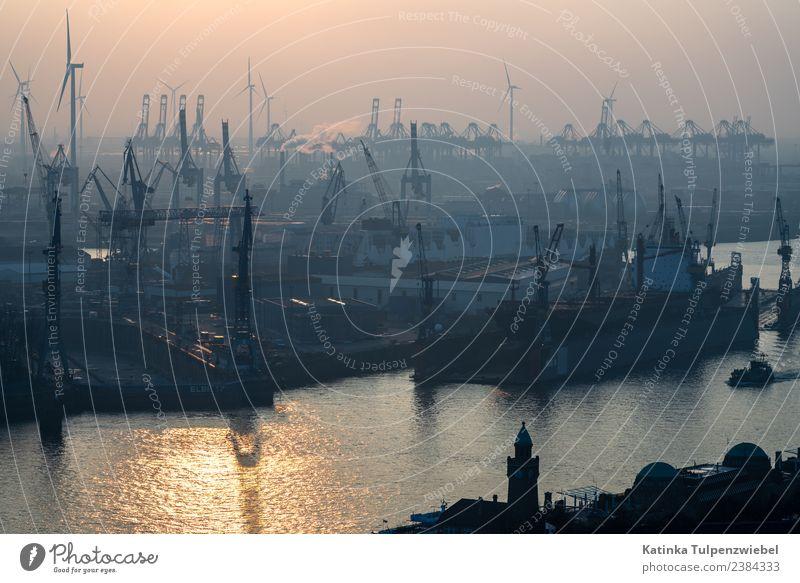 Blick vom Michel auf den Hafen Hamburg bei Abendsonne Ferien & Urlaub & Reisen Tourismus Sightseeing Städtereise Winter Industrie Güterverkehr & Logistik