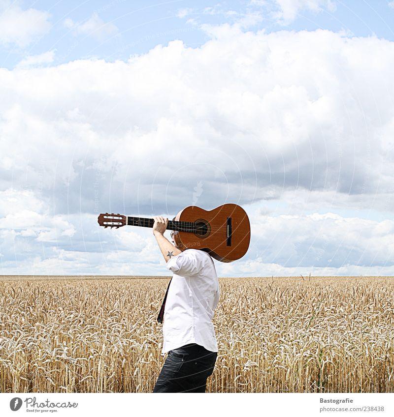 walk this way Mensch Musik Feld frei Kultur Tattoo Gitarre Schulter Musikinstrument tragen Musiker Sänger Unterarm Weizenfeld